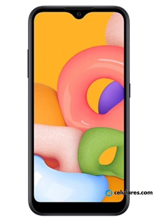 Fotografía grande Varias vistas del Samsung Galaxy A01 Azul y Negro y Rojo. En la pantalla se muestra Varias vistas